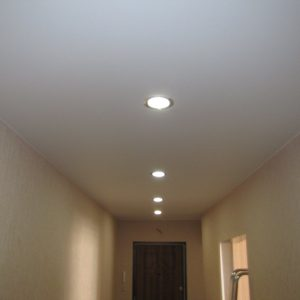 Потолок ПВХ – белый матовый. Производcтво Германия ( Pongs) Площадь : 6 м2 Стоимость : 6 500 руб
