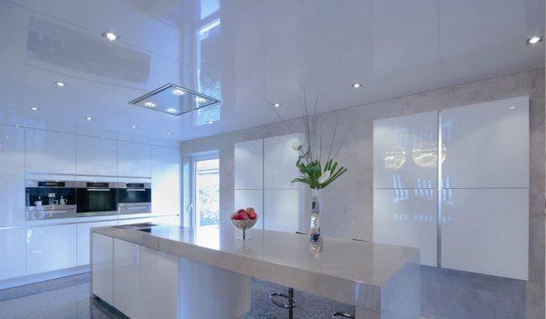 Натяжной потолок в кухни - белый | глянцевый | 20 м2