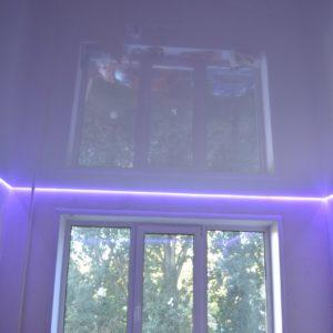 Потолок ПВХ двухуровневый – белый глянец со светодиодной лентой