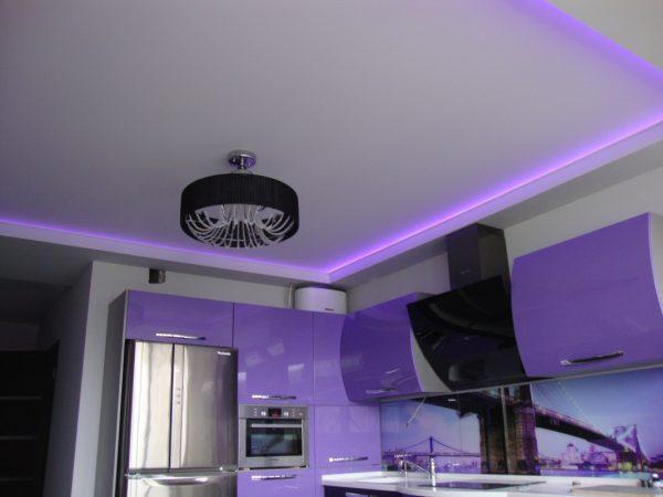 Натяжной потолок для кухни - 2 уровня | ПВХ | глянцевый | со светодиодной лентой | 18 м2