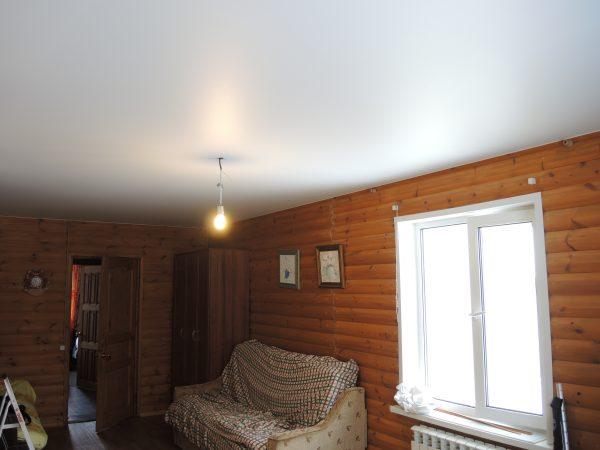 Натяжной потолок в деревянном доме - 25 м2