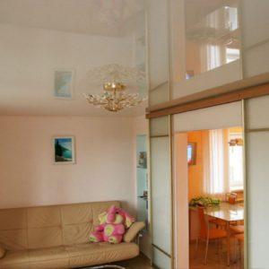Натяжные потолки в гостиной - 26м2