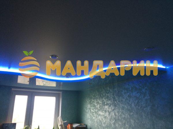 В гостиной со светодионой лентой