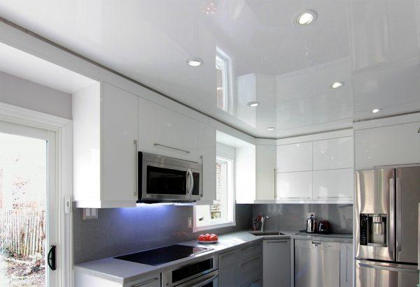 Натяжные потолки в кухне - 12 м2