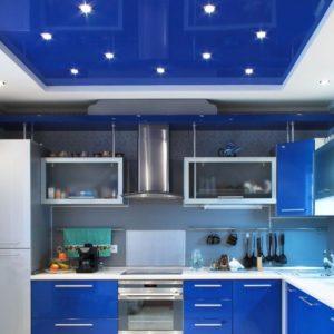 Синий глянцевый натяжной потолок - 9 м2