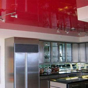 Красный глянцевый натяжной потолок для кухни - 6 м2