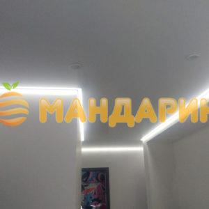 Натяжной потолок в коридоре - белый, матовый, 8 м2, со светодиодной лентой
